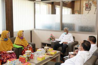 Wagub Mawardi Yahya Beri Dana Stimulan untuk Kemajuan PKBM Khoirul Ummah